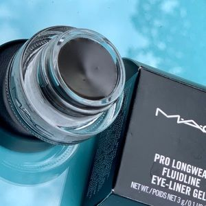 MAC limited edition Pro Longwear gel-liner